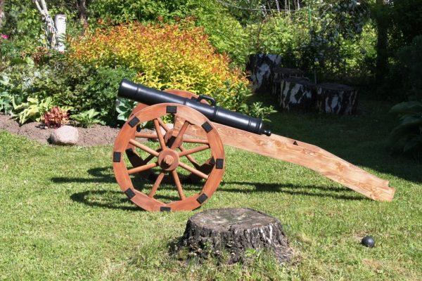 Пушка декоративная садовая